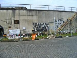 Provisorische Gedenkstätte für die Opfer der Loveparade im April 2012. Foto: Petra Grünendahl.