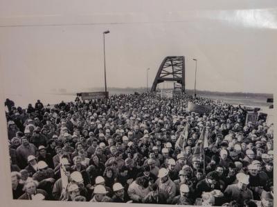 Lesung und Fotoausstellung 25 Jahre Krupp-Arbeitskampf in Rheinhausen