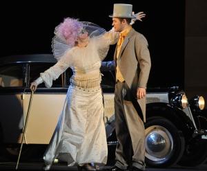 Marta Márquez (als Baba the Turk) und Jussi Myllys (als Tom Rakewell) Foto: Hans Jörg Michel