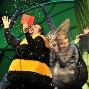 Jose Manuel Zapata (Graf Almaviva), Chor der Deutschen Oper am Rhein Foto: Hans Jörg Michel