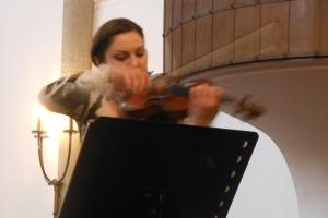 Die Duisburger Violinistin Natalia Demina in Action.