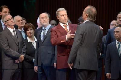 Thorsten Grümbel (Heinrich der Vogler, Bildmitte), Stefan Heidemann (Friedrich von Telramund, rechts), Chor der Deutschen Oper am Rhein  Foto: Matthias Jung