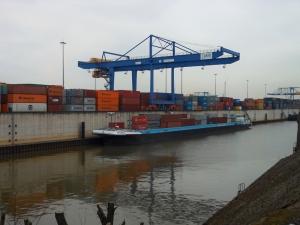 logport I: Hafen Rheinhausen mit Containerterminal. Foto: Petra Grünendahl