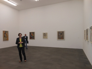Rundgang durch die Ausstellung. Foto: Petra Grünendahl.