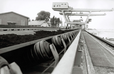 Für effektive Logistik sorgten auch Transportbänder und Züge auf dem großen Werksgelände. Foto: TKSE AG