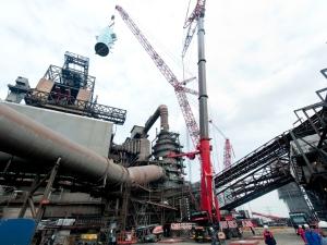 Hochofen 2, Unternehmen Neuzustellung. Bis Ende September stemmen 300 Mitarbeiter von ThyssenKrupp das riesige Modernisierungsprojekt zusammen mit Mitarbeitern von insgesamt 100 nationalen und internationalen Fremdfirmen. Foto: ThyssenKrupp Steel Europe AG