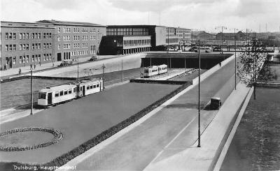 Endhaltestelle in Tieflage vor dem neuen Hauptbahnhof Ende der dreißiger Jahre.