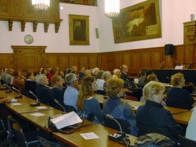 Gedenken an alle Opfer von Kriegen im Ratssaal. Foto: Petra Grünendahl.