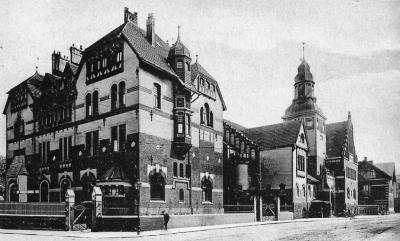Beamtenkasino der Gewerkschaft Deutscher Kaiser in Bruckhausen, Aufnahme von 1907. Das Gebäude wurde im Zweiten Weltkrieg zerstört. Foto: ZZB.