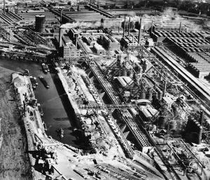 Die Mannesmann-Hüttenwerke Mitte der 50-er Jahre. Foto: ZZB.
