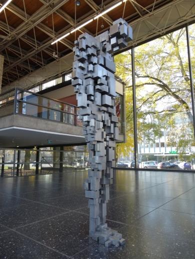 """Fünfter Teil der Ausstellungsreihe """"Sculpture 21st"""" im Lehmbruck Museum Duisubrg: Antony Gormleys """"Loss"""". Foto: Petra Grünendahl."""