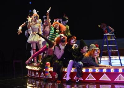 Tänzerinnen und Tänzer. Foto: Hans Jörg Michel.