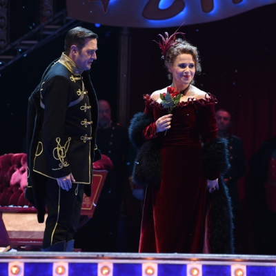 Carsten Süss (Mister X), Romana Noack (Fürstin Fedora Palinska). Foto: Hans Jörg Michel.