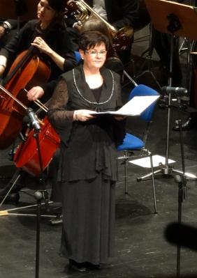 Solistin Conny Herrmann beim Weihnachtskonzert 2014 im TaM. Foto: Petra Grünendahl.