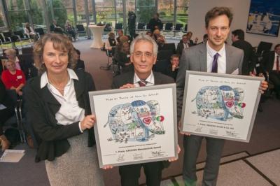 Die Sieger des 1. Preises: Katrin Große und Ingo Wald (KROHNE Messetechnik GmbH& Co. KG) und Jörg Rasch (Deutag GmbH & Co. KG) (v. l. n. r.). Foto: Uwe Köppen, Stadt Duisburg.