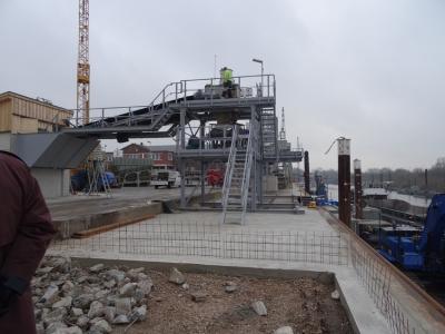 Die Anlage zur Verladung von Salz aus Rheinberg-Borth hat Hülskens im Stadthafen neu gebaut. Foto: Petra Grünendahl.
