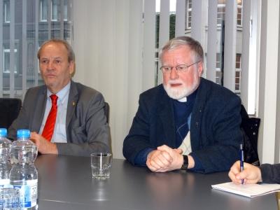 Rainer Bischoff, MdL, und Stadtdechant Bernhard Lücking von der Katholischen Kirche. Foto: Petra Grünendahl.