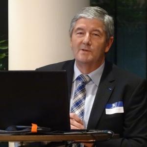 """Über """"Die Zukunft des Wirtschaftsstandorts Duisburg"""" sprach Wolfgang Schmitz vom Unternehmerverband in Buchholz. Foto: Petra Grünendahl."""