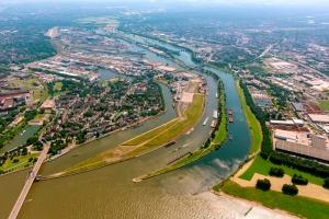 Die Ruhr-Mündung in den Rhein. Foto: Hans Blossey / duisport.