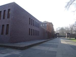 Waldfriedhof in Wanheimerort: Verwaltungsgebäude und neues Krematorium. Foto: Petra Grünendahl, März 2015.