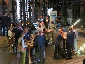 Netzwerken nach den Vorträgen. Foto: Port of Antwerp.