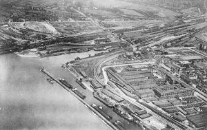 Kultushafen und Südhafen in Wanheimerort. Südlich des Kultushafens rechts im Bild ist das Duisburger Kabelwerk.