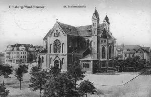 St. Michael noch ohne den großen Kirchturm. Links die Erlenstraße, rechts die Markusstraße.