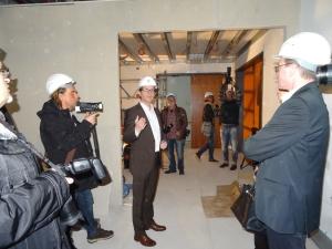 Hans-Joachim Geiser, planender Architekt der Sanierungsarbeiten, stand den Journalisten Rede und Antwort. Foto: Petra Grünendahl.