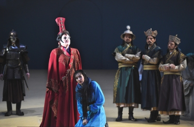 Linda Watson (Turandot), Brigitta Kele (Liù ), Bogdan Baciu (Ping), Florian Simson (Pang), Cornel Frey (Pong), Statisterie. Foto: Hans Jörg Michel.