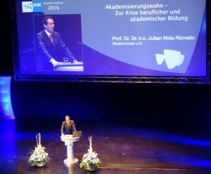 Neujahrsempfang 2016 der Niederrheinischen IHK mit Gastredner Prof. Dr. Dr. h.c. Julian Nida-Rümelin (im Theater am Marientor TaM in Duisburg) Foto: Petra Grünendahl,