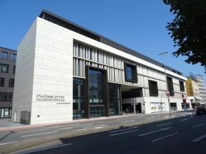 Das Stadtfenster an der Steinschen Gasse mit Stadtbibliothek und Volkshochschule. Foto: Petra Grünendahl.