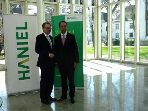 Bilanzpressekonferenz 2016 bei Haniel (v. l.): Stephan Gemkow (Vorstandsvorsitzender) und Dr. Florian Funck (Finanzvorstand). Foto: Petra Grünendahl.