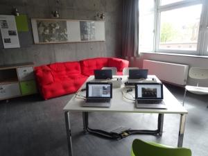 """Ort für Recherche: die """"DenkStätte"""" mit Computerarbeitsplätzen. Foto: Petra Grünendahl."""