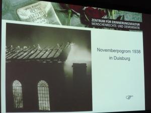 Brennend in der Pogromnacht 1938: Das einzige Foto der Synagoge in Ruhrort. Foto: Petra Grünendahl