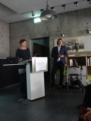 Anne Ley-Schalles (l.) und Robin Heun (r.) bei ihrem hochinteressanten Vortrag über die Pogromnacht 1938. Foto: Petra Grünendahl.