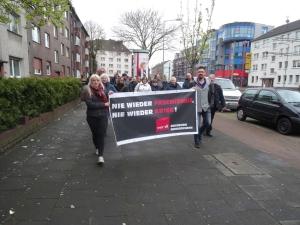 Nie weider Faschismus! Nie wieder Krieg! - ver.di Gedenkspaziergang gegen Rassismus und Faschismus. Foto: Petra Grünendahl.