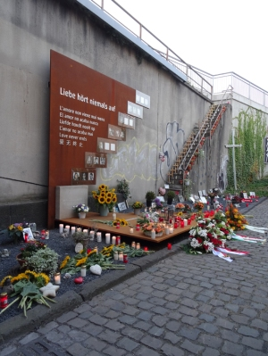 Sechster Jahrestag: Nacht der 1000 Lichter an der Gedenktstätte für Opfer der Loveparade 2010 in Duisburg am Alten Güterbahnhof. Foto: Petra Grünendahl.