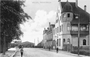 Blick in die Rheinstraße 1914 (heute: Theodor-Heuss-Straße), hinten die Zellstofffabrik. Foto: © Reinhold Stausberg / Sutton Verlag.