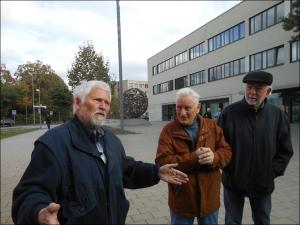Im Gespräch (v.l.): Dr. Gerd Heimann, Kurt Schreiber und Friedhelm Fritschen. Foto. Petra Grünendahl.