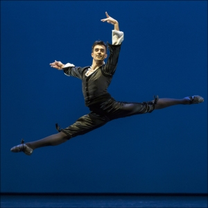 "Ballett am Rhein b.29: Alexandre Simões in George Balanchine ""Mozartiana"". Foto: Gert Weigelt."