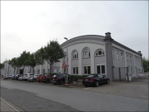 Spurensuche auf der Straße Am Alten Schacht in Homberg 2015: Alte Zechengebäude erinnern in einem Gewerbegebiet an die Zeche Rheinpreußen. Foto: Petra Grünendahl.