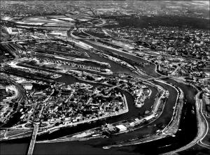 Duisburger Hafen 1977: erstes Flüssiggaslager ist im Bau. Foto: Duisburger Hafen AG.