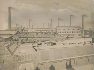 Mitte der 1920er Jahre hatten Passanten in Duisburg-Hamborn diesen Blick auf das damalige Siemens-Martin-Stahlwerk I von der Kaiser-Wilhelm-Straße aus gesehen. Foto: tkse.