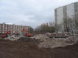 Vorbereitende Abrissarbeiten zur Sprengung des Weißen Riesen Friedrich-Ebert-Straße 10-16. Foto: Petra Grünendahl.
