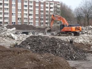 Vorbereitende Abrissarbeiten zur Sprengung des Weißen Riesen Friedrich-Ebert-Straße 10-16: der Abriss der Tiefgarage ist bereits in vollem Gange. Foto: Petra Grünendahl.