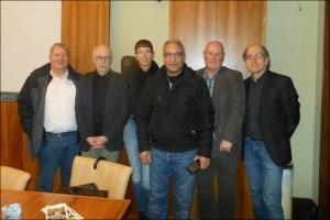 In Syrien war er kaufmännischer Leiter eines Krankenhauses: Abdul Monem (4. v. l.) mit Thomas Keuer, Detlev Schmidt, Angelika Wagner, Reiner Siebert und Wolfram Gießler. Foto: Petra Grünendahl.