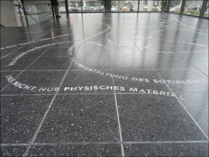 Sculpture 21 in der großen Glashalle: Danica Dakics Missing Sculpture. Foto: Petra Grünendahl,