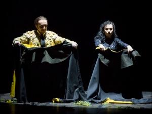 Dmitry Lavrov als Escamillo mit, Maria Kataeva als Carmen. Foto: Susanne Diesner.